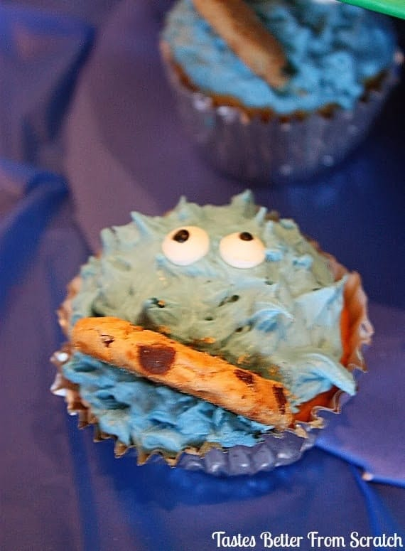Cookie monster decorated cupcakes.