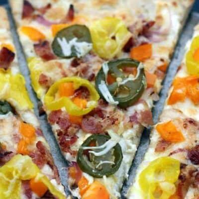 Loaded Jalapeño Popper Pizza