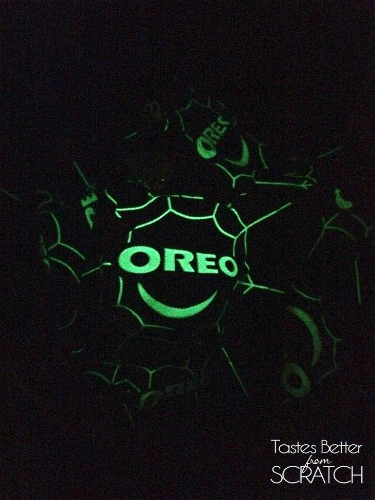 What's in my Trick-or-Treat Bag? Glow-in-the-dark-Oreos!