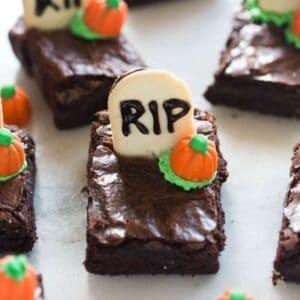 Halloween Graveyard Brownies | tastesbetterfromscratch.com