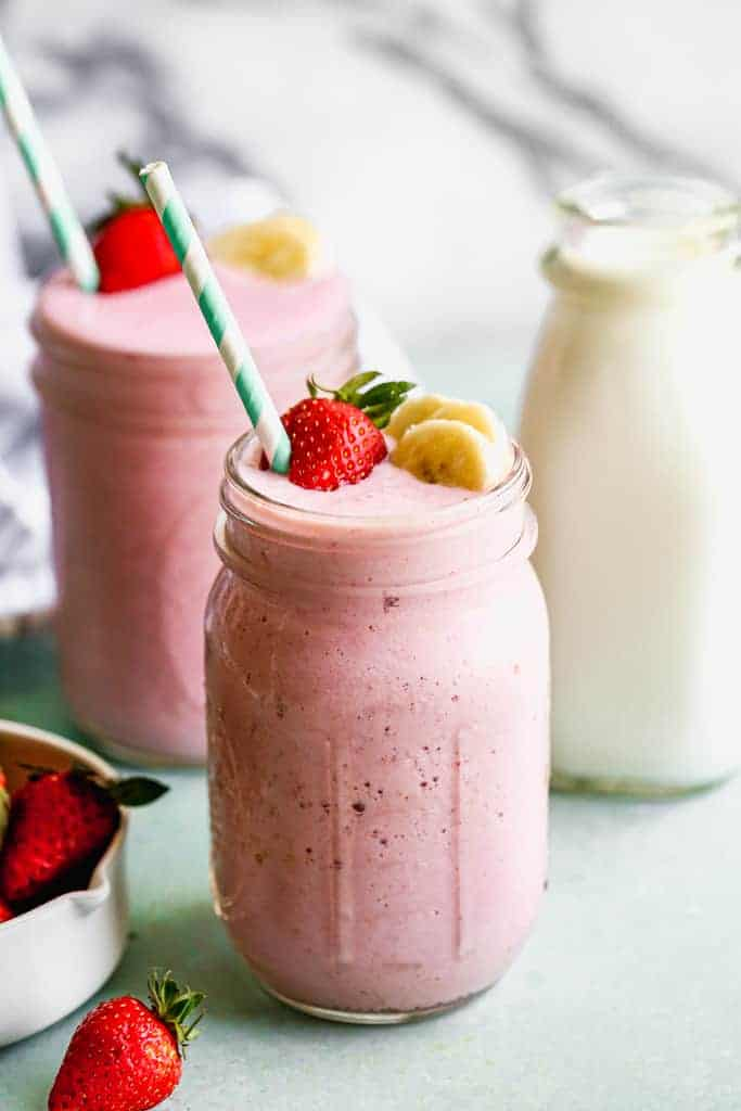 A pint jar filled with Strawberry Banana Smoothie.
